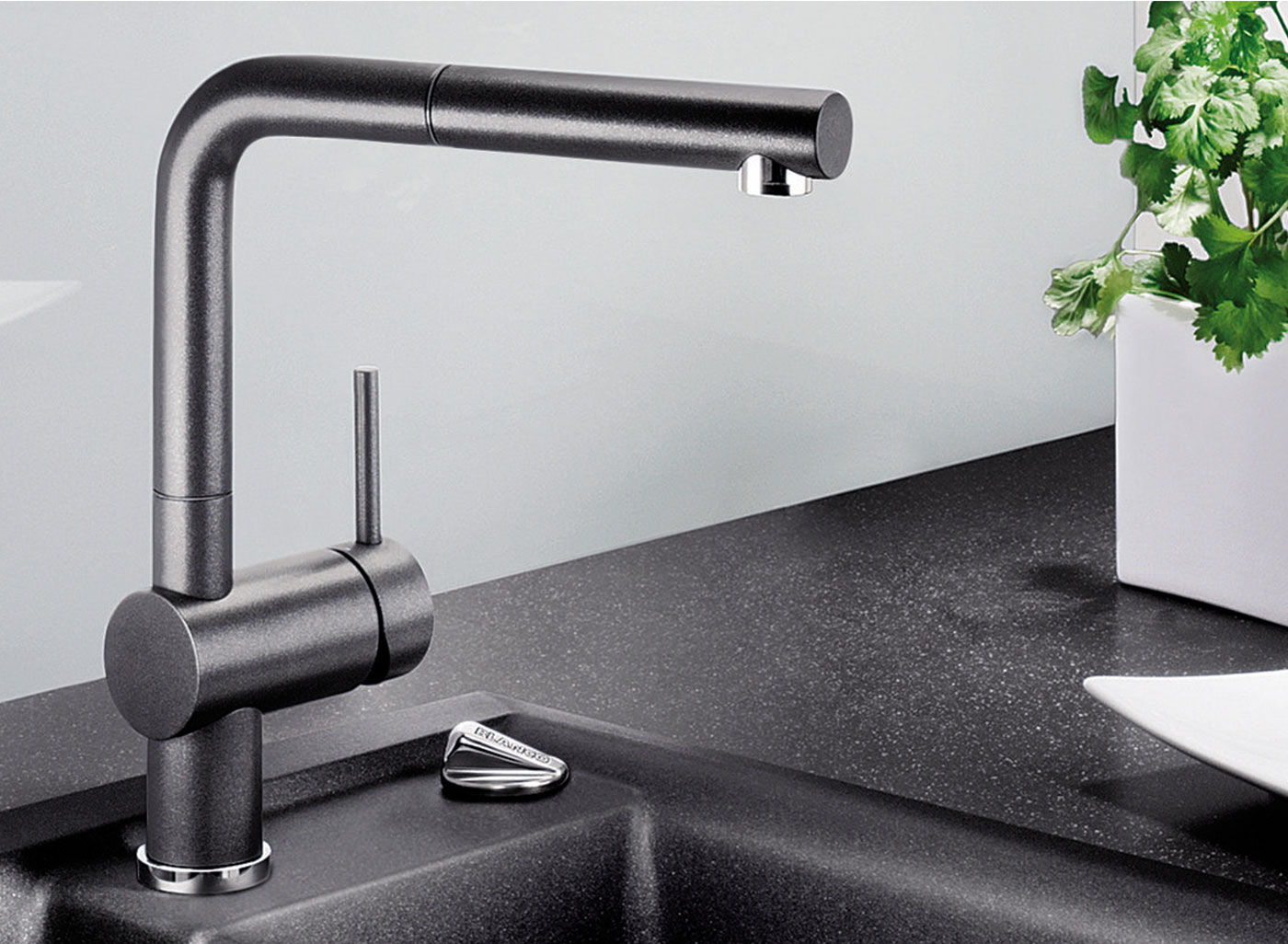 especially in combination with its pull-out hand piece. It's the perfect coordination between mixer tap and Silgranit sink.